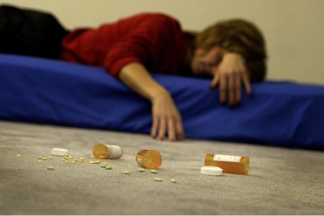 El uso de drogas prohibidas pero también el abuso de las recetadas tiene impacto en los consumidores y en sus seres queridos. (Agencias)