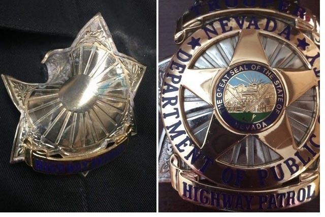 La foto muestra dos placas de un agente de la Policía de Caminos de Nevada. La de la izquierda recibió un impacto de bala lo que salvo la vida del agente que la portaba en su pecho.( Fotos Danie ...