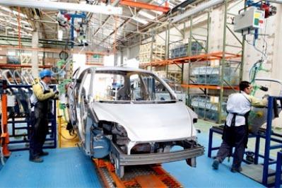 El sector automotriz de México incrementó su produccion y la venta, con respeco al año pasado. (Foto Notimex).