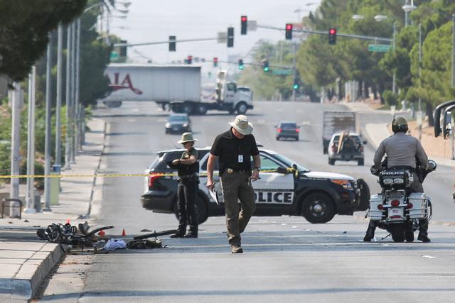 Escena de un accidente donde un auto atropelló a un ciclista dejándolo en condición crítica. Ocurrió en Arville cerca de Flamingo. (Foto Brett Le Blanc/Las Vegas Review-Journal).