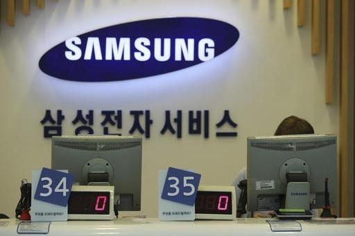 """El fabricante de teléfonos celulares Samsung hizo un """"recall"""" del Galaxy Note 7 por defectos en la bateria que en algunos casos han explotado. (AP Photo/Lee Jin-man)."""