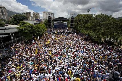 Miles de manifestantes marchaban en apoyo al referendo revocatorio del mandato del presidente Nicolás Maduro en Caracas, el jueves 1 de septiembre de 2016. (AP Foto/Ariana Cubillos).