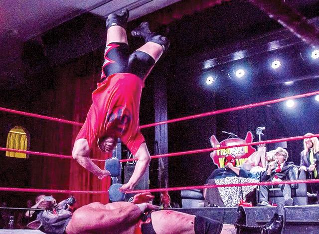 Vomittus vs Ex WWE Superstar D-LO Brown, este fue uno de los encuentros más recordados por grandes lances y movimientos. Además de que participó un ex luchador profesional de la WWE, el sábado ...