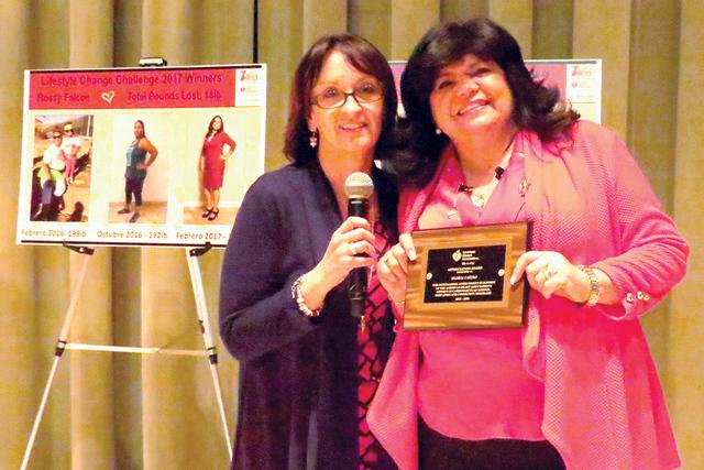 Annarella Jordan (izquierda) y Gloria Castro, exhortaron a las mujeres hispanas del valle de Las Vegas a participar en este tipo de actividades a beneficio de su salud y conocimiento, el sábado 1 ...