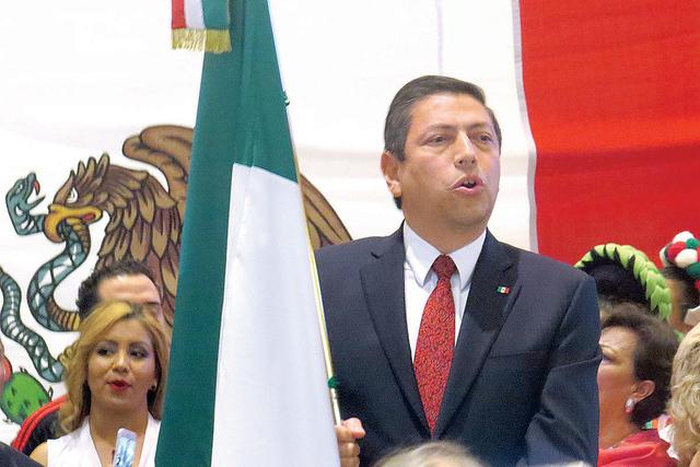 El cónsul Alejandro Madrigal encabezó por primera vez en Las Vegas la celebración del 'Grito de Independencia', el cual estuvo acompañado de mariachi y folclor mexicano. Jueves 15 de septi ...