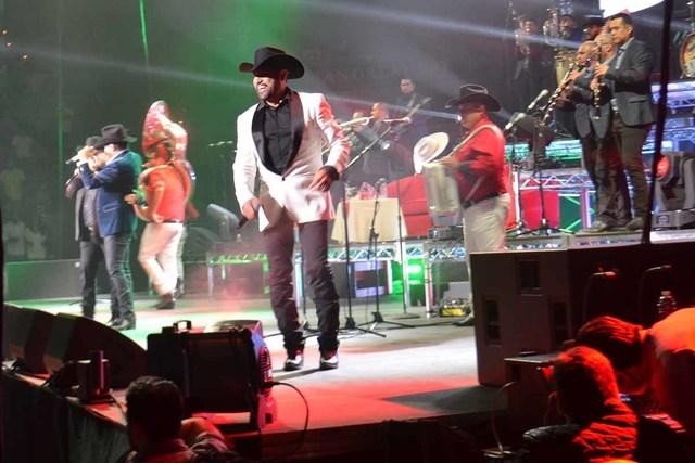 """""""El Coyote"""" y Pancho Barraza junto a Julión Álvarez y su Norteño Banda, el sábado 17 en el Mandadaly Bay Events Center. Foto El Tiempo"""