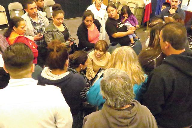 Los abogados de inmigración Rolando Velázquez y Kathia Pereira atendieron a decenas de personas al finalizar el taller informativo. Viernes 3 de febrero en Hermandad Mexicana Transnacional. | Fo ...