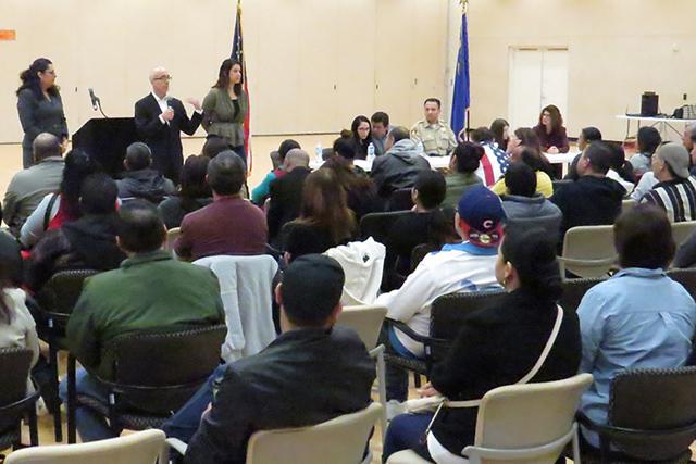 Decenas de personas asistieron a este taller informativo organizado por el Caucus de Legisladores Hispanos de Nevada, el sábado 18 de febrero en East Las Vegas Community Center. Foto El Tiempo.