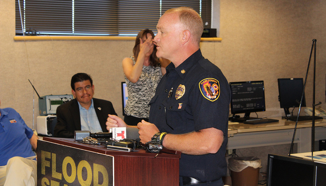El jefe de bomberos del Condado de Clark, Greg Cassell, aconsejó a automovilistas a no tratar de cruzar las zonas de inundación. | Foto El Tiempo