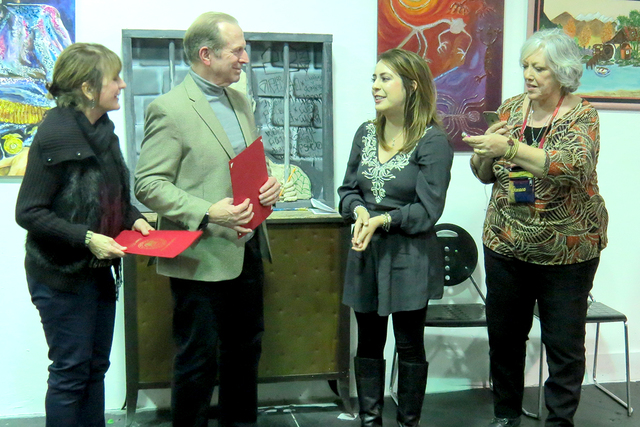 La representante del senador Dean Heller, Lucero Gómez-Ochoa, entregó reconocimientos para las personas que han realizado trabajo comunitario en el valle. Miércoles 4 de enero en el Museo Hispa ...