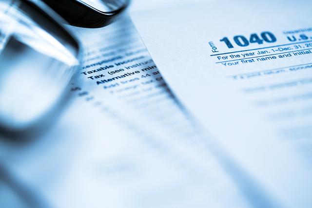 el IRS ha visto a estafadores usar una variedad de esquemas para engañar a los contribuyentes.