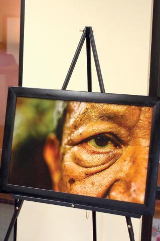 """El artista fotográfico, Ismael Lugo originario de Jalisco, México expone su obra, """"Raíces del Alma"""" en el Consulado de México hasta el 26 de agosto y en la Alcaldía de North Las Vegas has ..."""