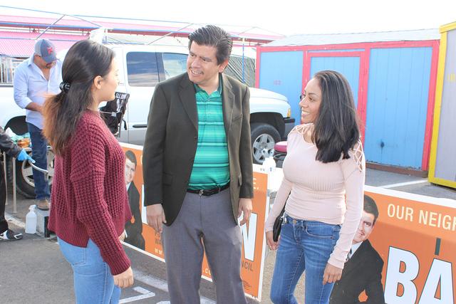 El concejal de North Las Vegas por el Distrito 1, Isaac Barrón busca relegirse en las próximas elecciones del 4 de abril. Como parte de su campaña ha visitado diversos lugares dentro de su dist ...