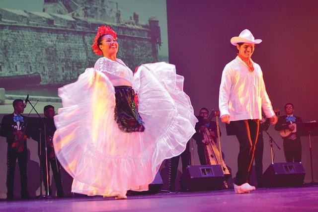 Una pequeña muestra del El Ballet Izel con sus vestuarios originales de México. Foto El Tiempo