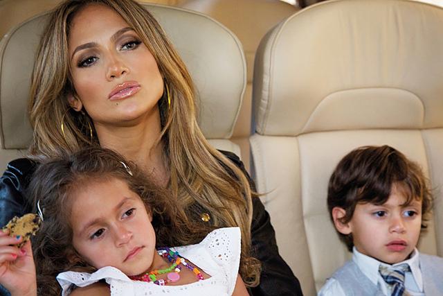 Jennifer Lopez y sus hijos Max y Emme.   Cortesía