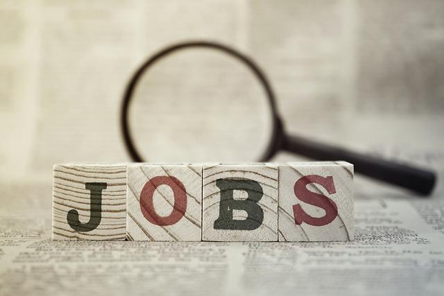 n todo el estado, la tasa de desempleo cayó a un 5.1 por ciento ajustado estacionalmente en diciembre.