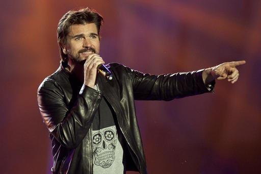 """El cantautor colombiano Juanes fue uno de las estrellas de la música latina que participó en el  megaconcierto  """"RiseUp AS ONE"""" en la frontera de San Diego con México, el sábado 15 de octubre  ..."""