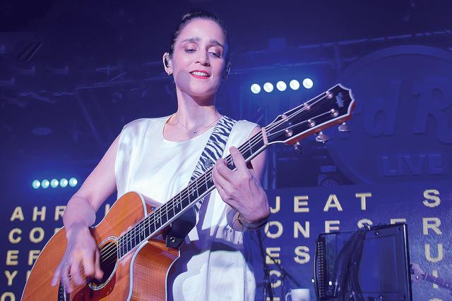 Julieta Venegas en pleno concierto ofrecido en Las Vegas, el jueves 28 de julio de 2016. Foto El Tiempo