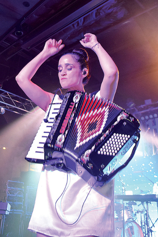"""""""Algo Sucede"""" o sucedió dentro del Hard Rock Live, que Julieta fue ovacionada con gran cariño por su público, el jueves 28 de julio. Foto El Tiempo"""