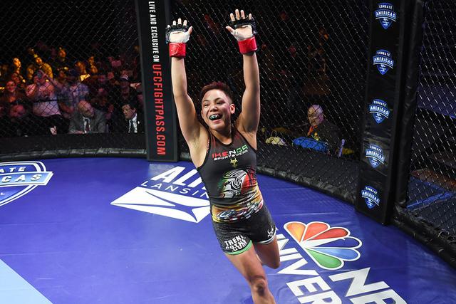 """""""Más personas están empezando a respetar MMA femenino desde que Ronda Rousey entró e hizo una gran participación, allanando el camino para las Artes Marciales Mixtas de la mujer al convertir ..."""