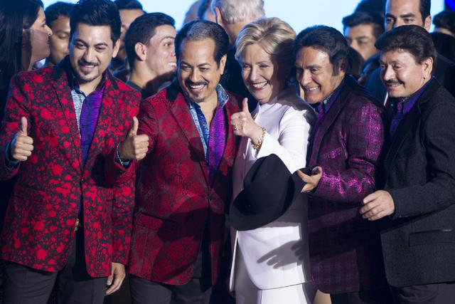 La candidata demócrata a la presidencia, Hillary Clinton, aparece aquí con la banda musical mexicana Los Tigres del Norte en el Craig Ranch Regional Park, el miercoles 19 de octubre del  2016, e ...