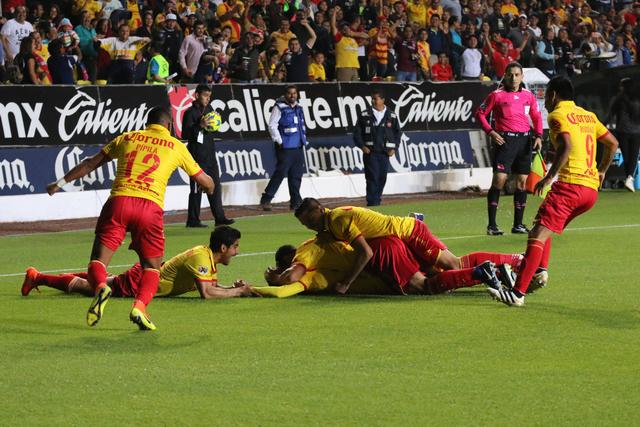 Mario Osuna hizo su debut con la playera 'rojiamarilla' mostrando un buen nivel futbolístico pese a jugar fuera de su posición habitual, el sábado 7 de enero en el estadio Morelos de Moreli ...