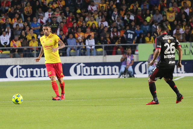 El chileno Rodrigo Millar lució acertado en la mayoría de sus pases, incluso generó la asistencia para que Raúl Ruidíaz anotara el gol del triunfo para los michoacanos, el sábado 7 de enero  ...