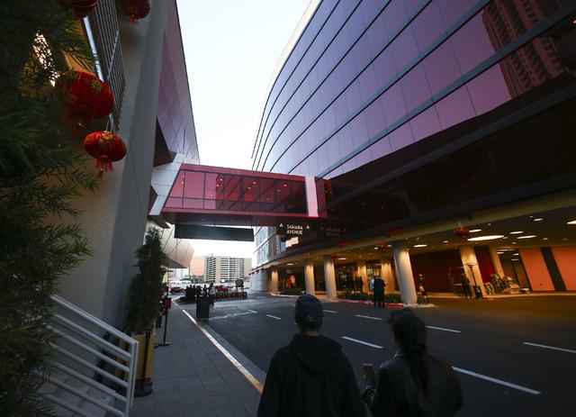 Aspecto del exterior del hotel y casino Lucky Dragon en Las Vegas el sábado 3 de diciembre del 2016. (Chase Stevens/Las Vegas Review-Journal.- @csstevensphoto).