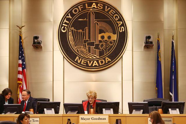La alcaldesa de Las Vegas, Carolyn Goodman, durante una sesion del Concilio, el 15 de junio, del 2016. Ahora, el 4 de enero de 2017 Goodman lanzó un nuevo esfuerzo para conseguir una franquicia d ...