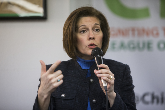 La senadora Catherine Cortez Masto, demócrata por Nevada, afirmó que se opone a revivir el proyecto del tiradero de desechos nucleares de Yucca Mountain. Cortez Masto aparece aquí en uno de var ...