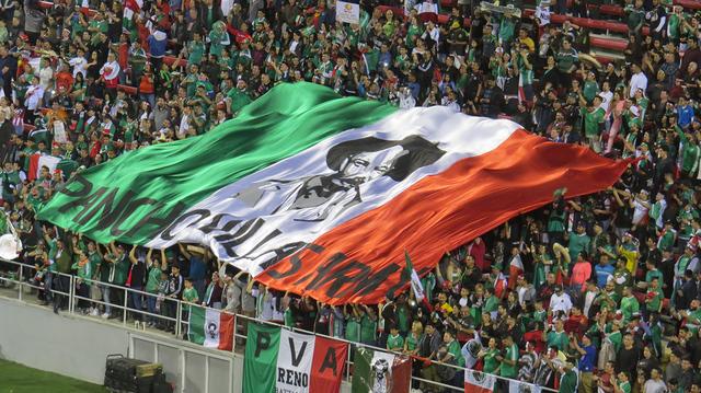 Más de 30,000 personas presenciaron el partido, cifra que fue histórica para un evento de fútbol soccer en la 'ciudad de las luces', el miércoles 8 de febrero en estadio Sam Boyd. Foto El  ...