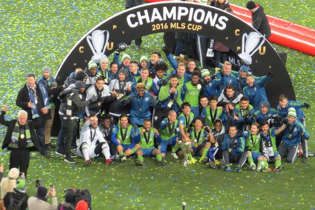 Después de un torneo difícil y con altibajos, Seattle Souders logró levantar la copa de campeón de la MLS, el sábado 10 de diciembre en BMO Field de Toronto, Canadá. Foto El Tiempo