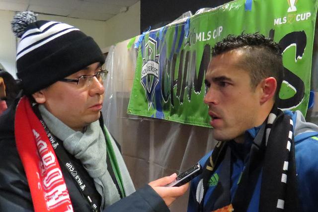 Al término del partido, el delantero de Seattle, Herculez Gómez, otorgó una entrevista a El Tiempo para hablar sobre un logro más en su carrera deportiva, sábado 10 de diciembre en BMO Field  ...