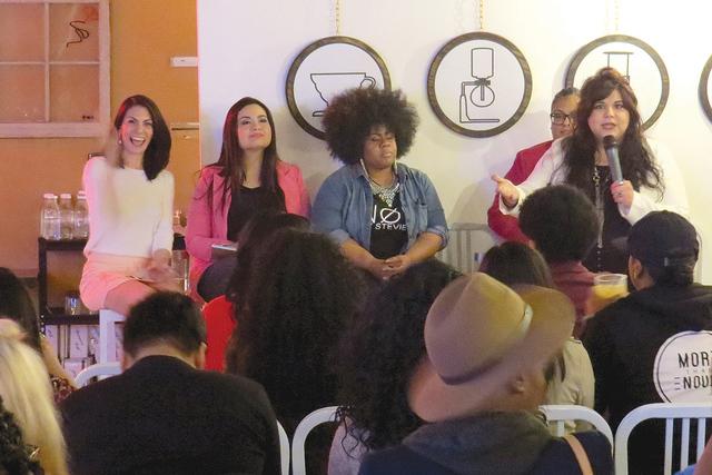 Decenas de personas asistieron al evento 'Female Founder Workshop' con el objetivo de conocer algunos recursos disponibles para emprender un negocio, sábado 11 de febrero en Makers & Find ...