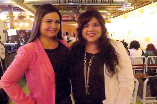 Representantes de Chicanos por la Causa y Raw Femme exhortaron a las mujeres presentes a emprender proyectos de negocios, el sábado 11 de febrero en Makers & Finders Coffee. Foto El Tiempo