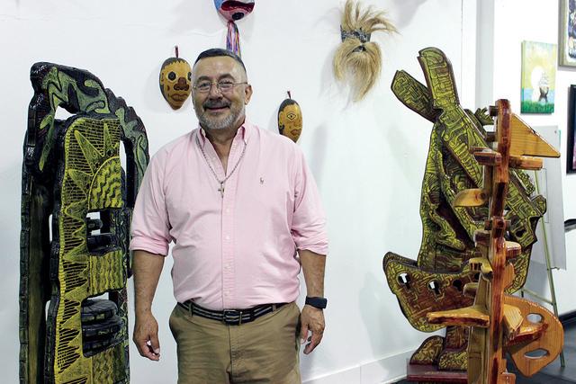 El artista Jesús Toloza, cuenta con una exposición fija de sus obras en el museo. | Foto El Tiempo/Cristian De la Rosa