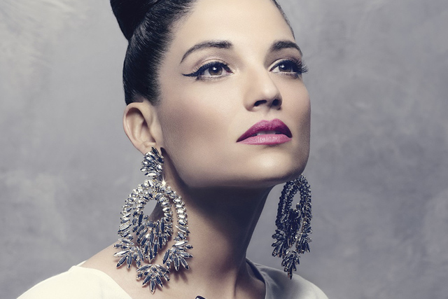Natalia Jiménez se prepara para interpretar estas canciones en vivo, incluso, espera acompañarse de Lupillo y Chiquis Rivera para presentarlas juntos.