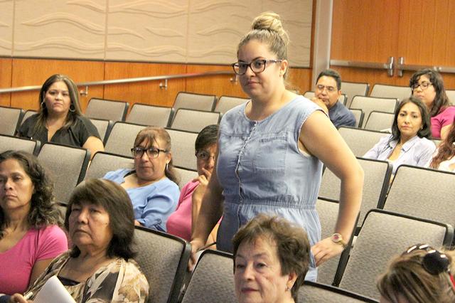Una de las asistentes al evento, fue Nallely quien desea abrir su propio negocio, ya que es experta en la preparación de impuestos. Fue una de las asistentes a la feria informativa el 23 julio en ...