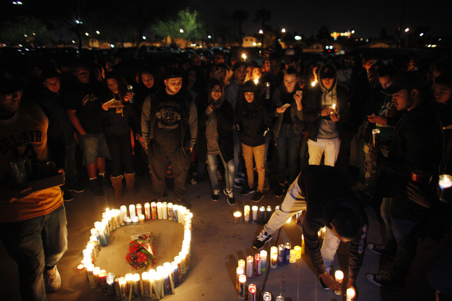 Una multitud ofreció una vigilia en honor del joven Richard Nelson el domingo 15 de enero del 2017, en la Chaparral H. S. en Las Vegas. (Rachel Aston/Las Vegas Review-Journal) @rookie__rae