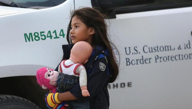 El gobierno argumentó que el nombrar abogados para todos los niños que pelean su deportación destruiría el marco de referencia del sistema migratorio y decidió apelar. También sostuvo que, d ...