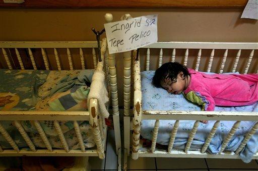 Este pequeño, uno de 46 encontrados por la policía guatemalteca el 14 de agosto de 2007, duerme en un albergue temporal. Iban a ser puestos para adopción en un esquema que las autoridades empez ...