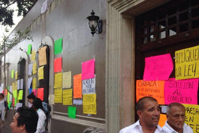 Miles de empresarios realizaron un paro total de labores en la ciudad de Oaxaca, Oaxaca. Desde la madrugada del lunes no hubo entrega de mercancías, tampoco alojamiento en los hoteles, y casi tod ...
