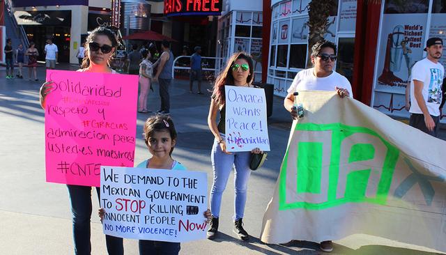 """Estudiantes y miembros de """"Yo soy 132"""" mostraron su solidaridad con los profesores oaxaqueños, el viernes 24 de junio de 2016. Foto El Tiempo"""