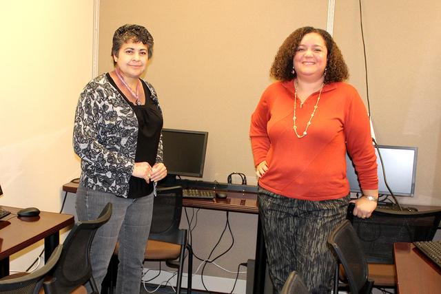 La administradora de CSNV, Nohemí Peña y su directora, Lina Garnett, prepararán impuestos gratuitamente con voluntarios. | Foto El Tiempo/Cristian De la Rosa