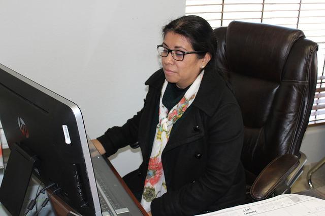 2.-La directora de la Plaza Comunitaria Unión Latina, Graciela Rodríguez informó que 30 personas se han graduado de primaria y secundaria bajo el programa del INEA y han recibido su respectivo  ...