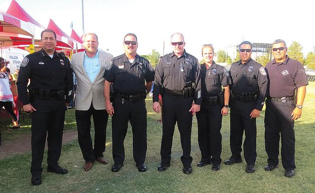 Elemento de la policía de North Las Vegas, dirigidos por el jefe Alex Pérez, convivieron con cientos de residentes del valle en un evento que se caracterizó por tener un ambiente familiar. Mart ...