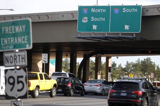 Vehículos automotores en la carretera US 95 cerca de Rancho Dr. en Las Vegas, se ven en una foto del 18 de enero del 2017. A partir del 21 de marzo del 2017 se reducirá la circulación a solo do ...