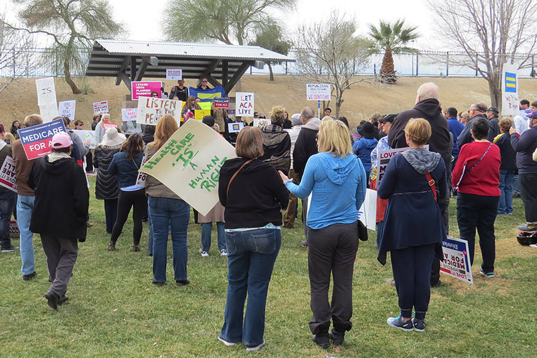 En el parque Heritage, decenas de personas y organizaciones locales se reunieron para explicar sus motivos para que Obamacare no sea revocado. Sábado 25 de febrero en el parque Heritage. Foto El  ...