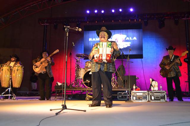 Ramón Ayala y sus Bravos del Norte, se presentaron en el escenario del Craig Ranch Regional Park Amphitheater, para deleitar a su público con su amplio repertorio de éxitos a través de 50 año ...