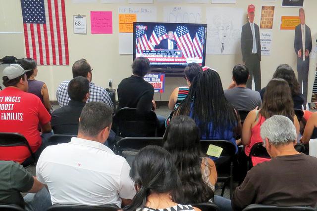 Gente de origen hispano y de otras etnias atendieron el evento de 'For Nevada's Future', para escuchar el discurso que el aspirante republicano Donald Trump dio en Arizona el 31 de agosto pa ...